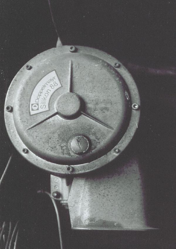 Komplettansicht des IIM-SB Einzugsapparates. Sehr gut sind Stern, die Einlassschraube sowie die 8 Schrauben am Rand zu sehen.
