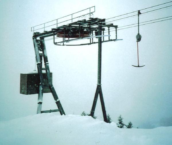 Bergstation: genau wie auf der Talstation werden die beiden F�rderseile �bereinander gef�hrt und passieren die Seilscheibe