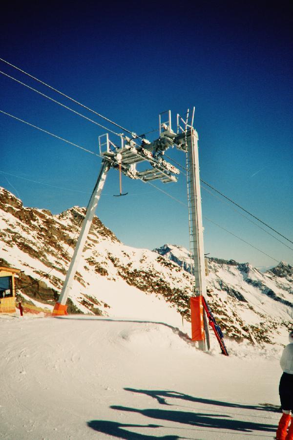 Doppelmayr-Gletscherst�tze der neuen Bauform